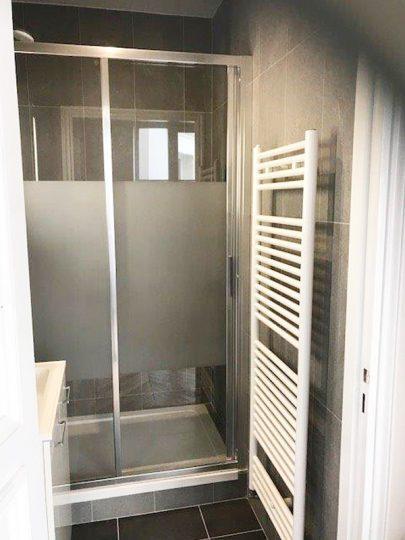 RUE-DE-VIENNE-75008-installation-de-sanitaires-seche-serviette